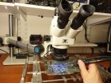 Precyzyjne lutowanie pod mikroskopem